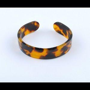 Jewelry - Plastic leopard cuff